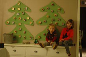 Décembre 2013 - calendrier sapin avec tous petits cadeaux dans des toutes petites boites